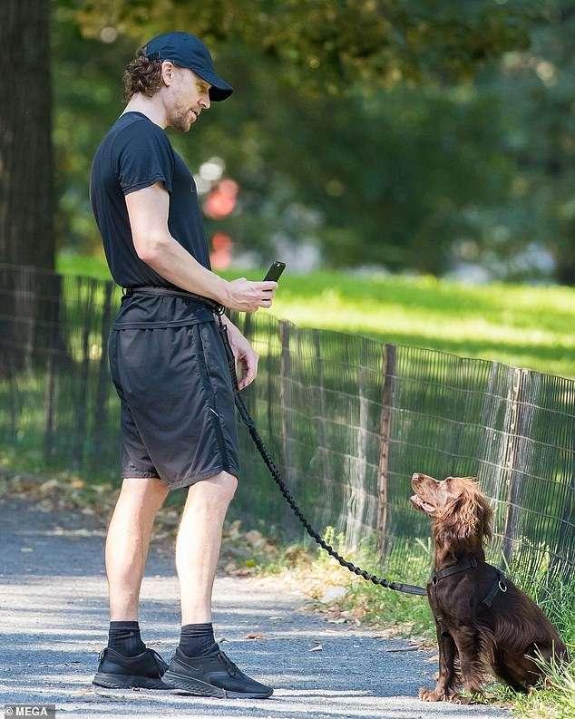 Tom-Hiddleston-and-his-pet-Bobby.jpg