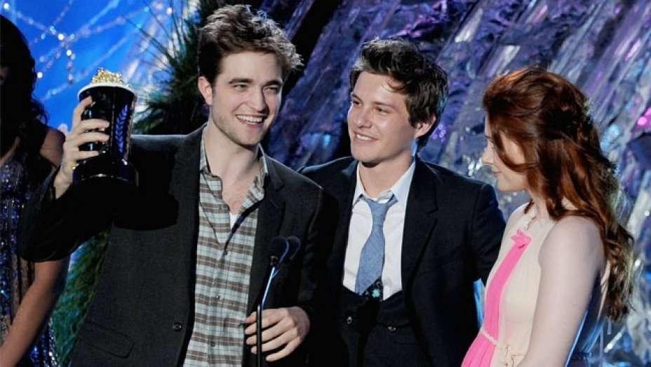 robert-pattinson-mtv-movie-award.jpg