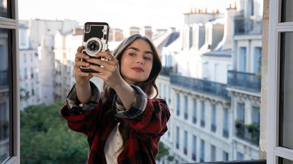 emily-in-paris-selfie.jpg